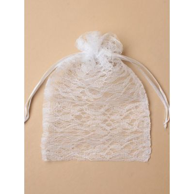 Size: 22x15cm White lace gift bag.