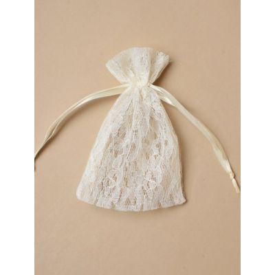 Size: 15x11cm Cream lace gift bag.