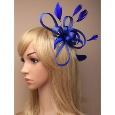 © Style Maisy, Looped fascinator on a side comb.