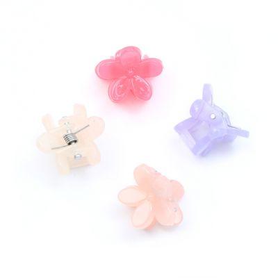 Card of 4 Acrylic flower mini clamps. 1.5cm