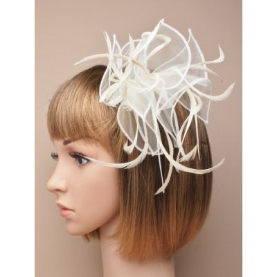 © Style Abigail, Cream fascinator on a clear comb