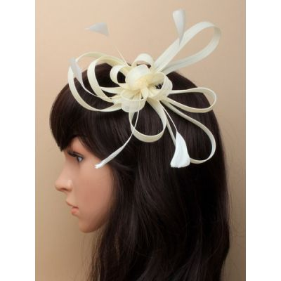 © Style Maisy, Cream fascinator on a clear comb
