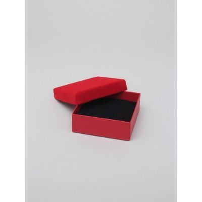 Size: 9x9x3cm Red gift box with velour lid.
