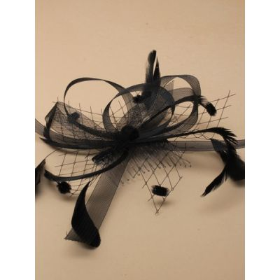 © Style Clara. Black fascinator on a clear comb